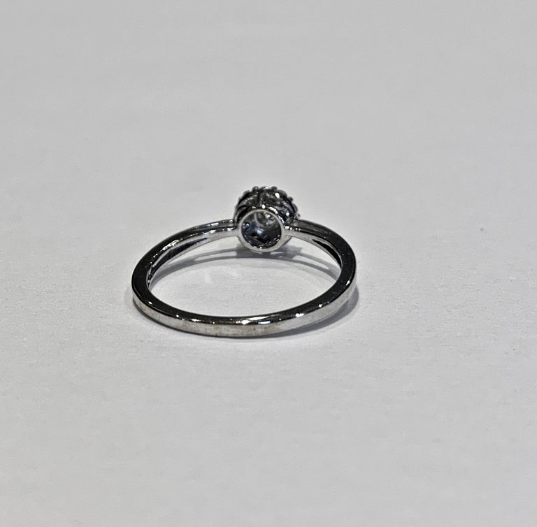 IGI Certified 0.25 Carat Diamond Cluster Ring in 18 Carat White Gold For Sale 2