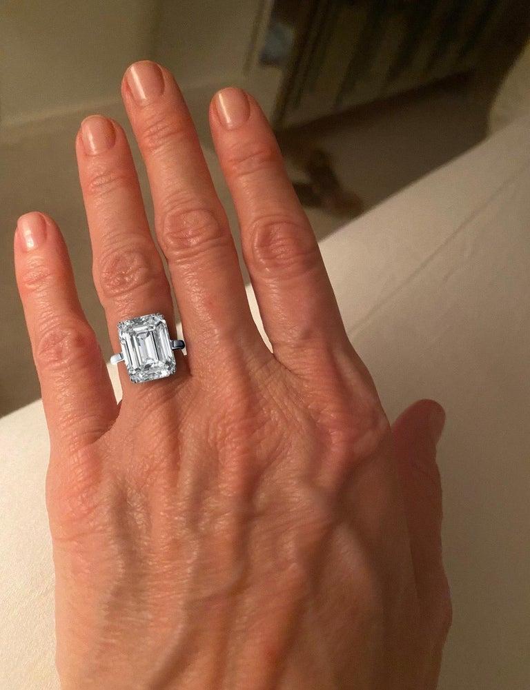 Modern IGI Certified 10.01 Carat Excellent Cut Emerald Diamond Ring For Sale