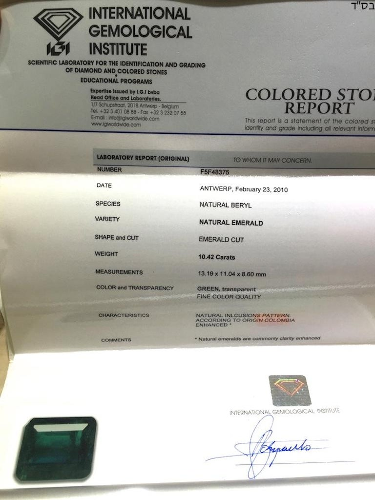 IGI Certified 10.42 Carat Colombia Green Emerald For Sale 4