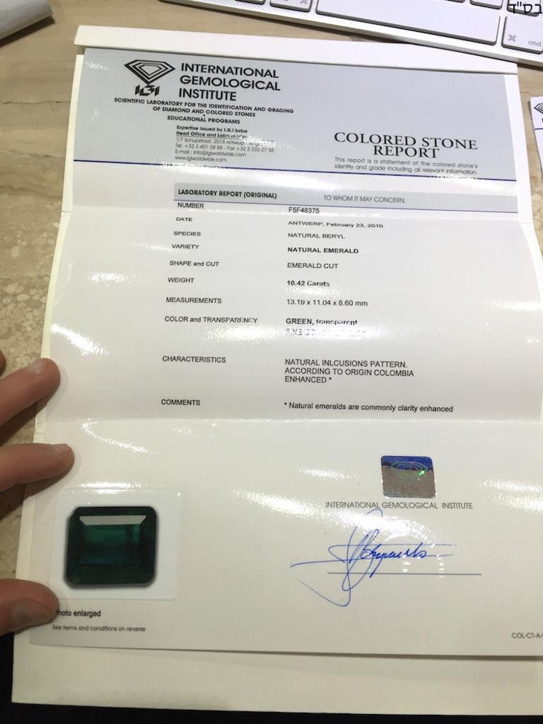 IGI Certified 10.42 Carat Colombia Green Emerald For Sale 6