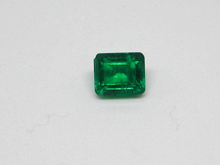 Women's IGI Certified 10.42 Carat Colombia Green Emerald For Sale