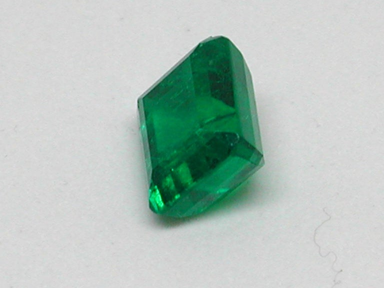 IGI Certified 10.42 Carat Colombia Green Emerald For Sale 1