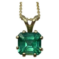 IGI Certified 1.17 Carat Vivid Green Emerald Yellow Gold Solitaire Pendant
