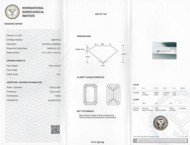 Modern IGI Certified 2.54 Carat Emerald Cut Diamond For Sale