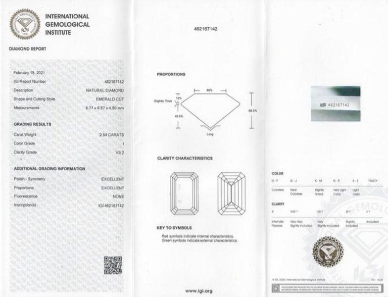 IGI Certified 2.54 Carat Emerald Cut Diamond In New Condition For Sale In Rome, IT