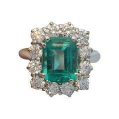 IGI Certified 3 Carat Green Emerald Minor Oil Diamond 18 Carat White Gold Ring