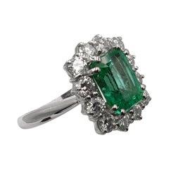 IGI Certified 3 Carat Green Emerald Minor Oil Diamond 18 Carat White Gold Ring