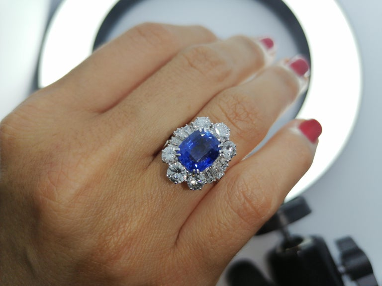 IGI Certified 5.30 Carat Natural Unheated Sapphire Diamond Ring In New Condition For Sale In Rome, IT