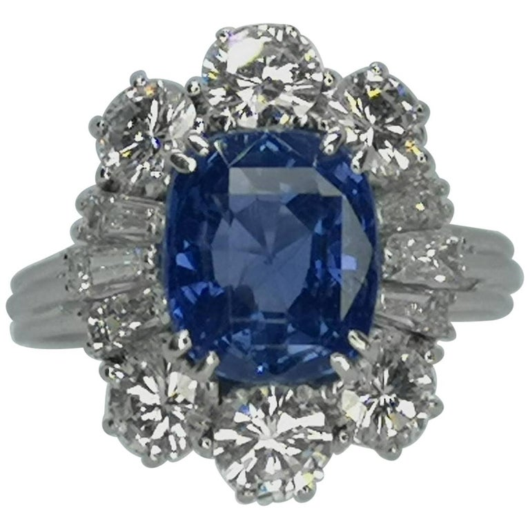 IGI Certified 5.30 Carat Natural Unheated Sapphire Diamond Ring For Sale