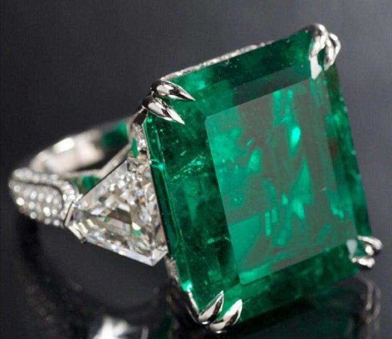 Emerald Cut IGI Certified 7 Carat Natural Emerald Trillion Diamond For Sale