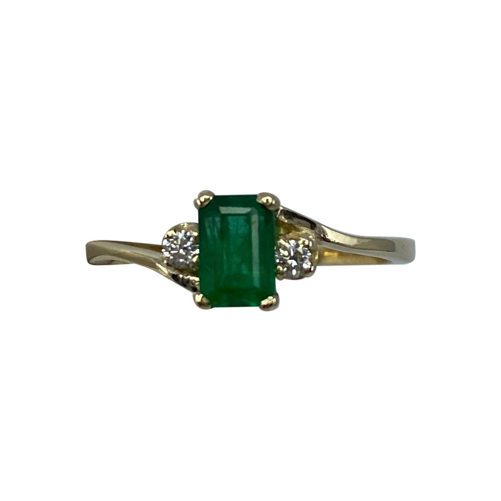 IGI Certified Emerald and Diamond Three-Stone Trilogy Yellow Gold Ring