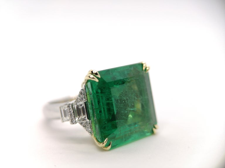 Modern Important IGI Certified 15.95 Carat Natural Emerald Minor Oil For Sale