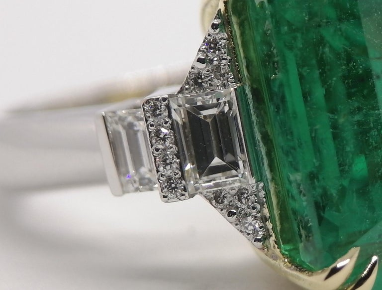 Emerald Cut Important IGI Certified 15.95 Carat Natural Emerald Minor Oil For Sale