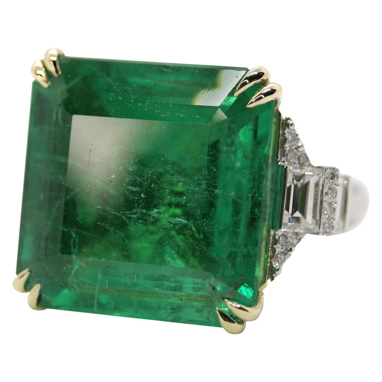 Important IGI Certified 15.95 Carat Natural Emerald Minor Oil For Sale
