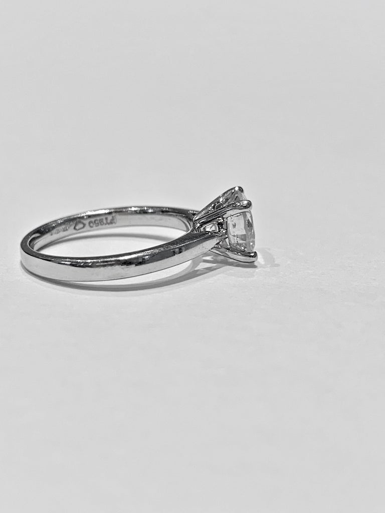 Modern IGL Certified 1.64 Carat Brilliant Cut Diamond Set in a Platinum Ring For Sale