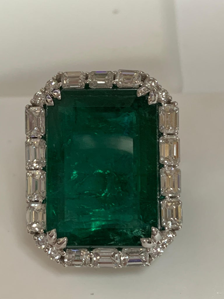 IGLCertified 23.98 Carat Emerald and a Diamond Ring In New Condition For Sale In Trumbull, CT