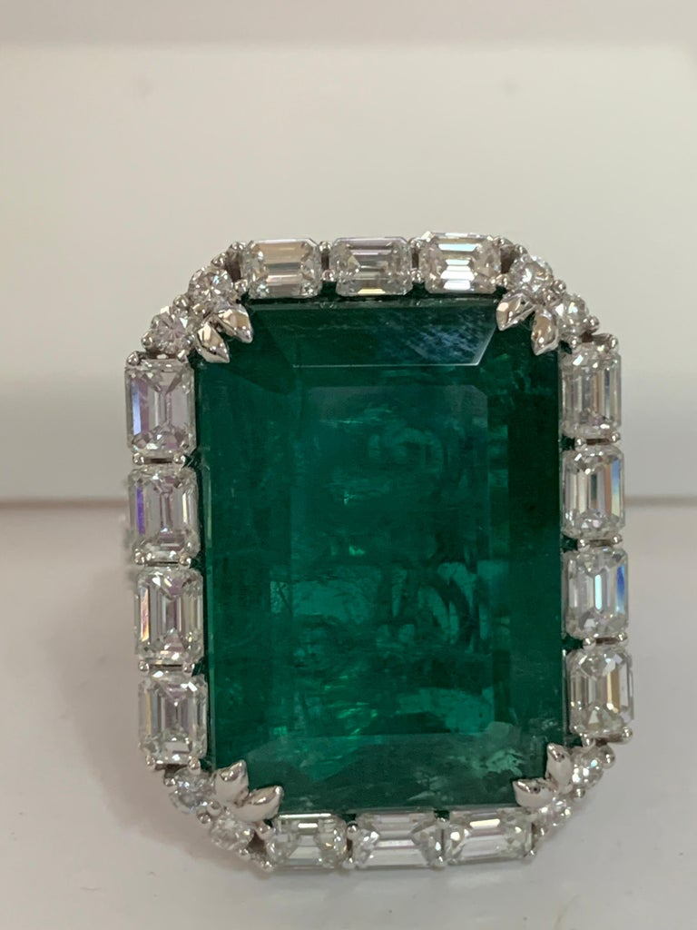 IGLCertified 23.98 Carat Emerald and a Diamond Ring For Sale 2