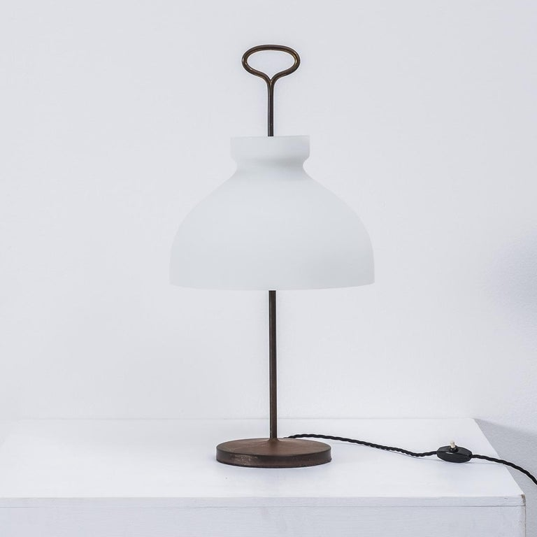 Rare Arenzano table lamp designed by architect, engineer and designer Ignazio Gardella. An éminence grise – Gardella was a powerhouse behind the scenes, founding Azucena, along with Luigi Caccia Dominioni in 1947. He came from a long dynasty of