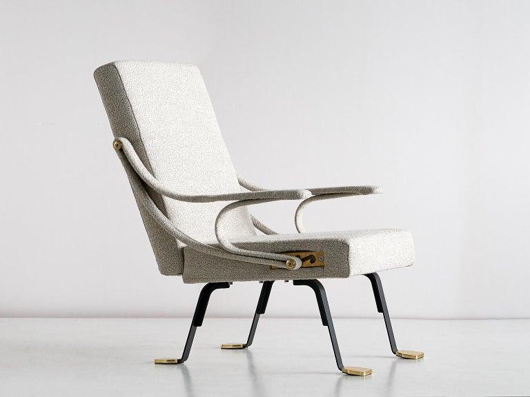Ignazio Gardella 'Digamma' Armchair in Beige Raf Simons Kvadrat Bouclé Fabric For Sale 4