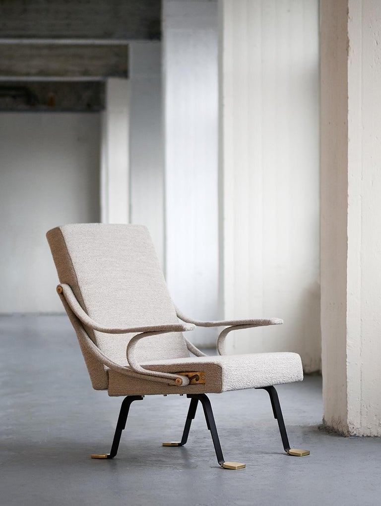 Designed by Ignazio Gardella in 1957, the Digamma lounge chair is a comfortable chair with roots in the late Italian modernist tradition. Its rational construction features two geometric sections - the rectangular upholstered back and seat - bound