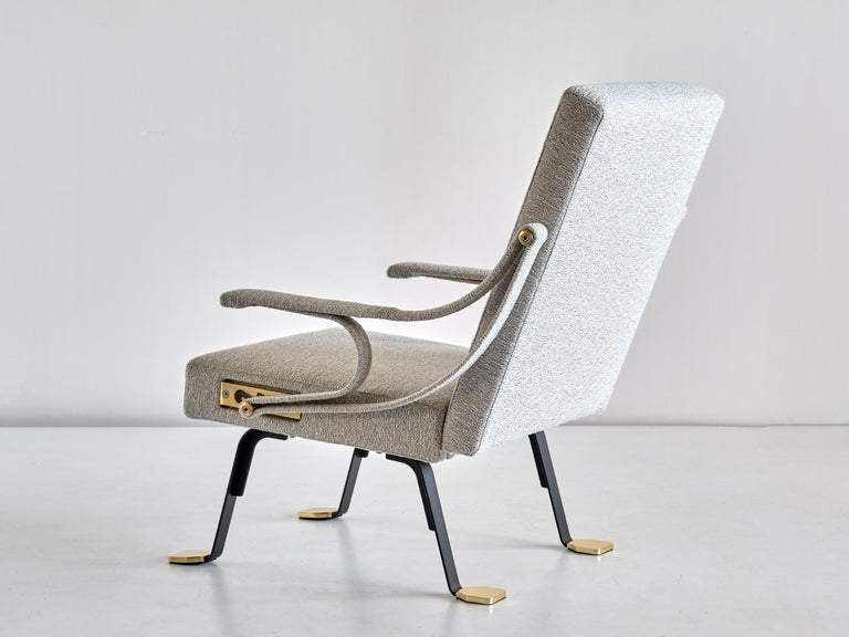 Ignazio Gardella 'Digamma' Armchair in Ivory Lelièvre Bouclé Fabric and Brass For Sale 4