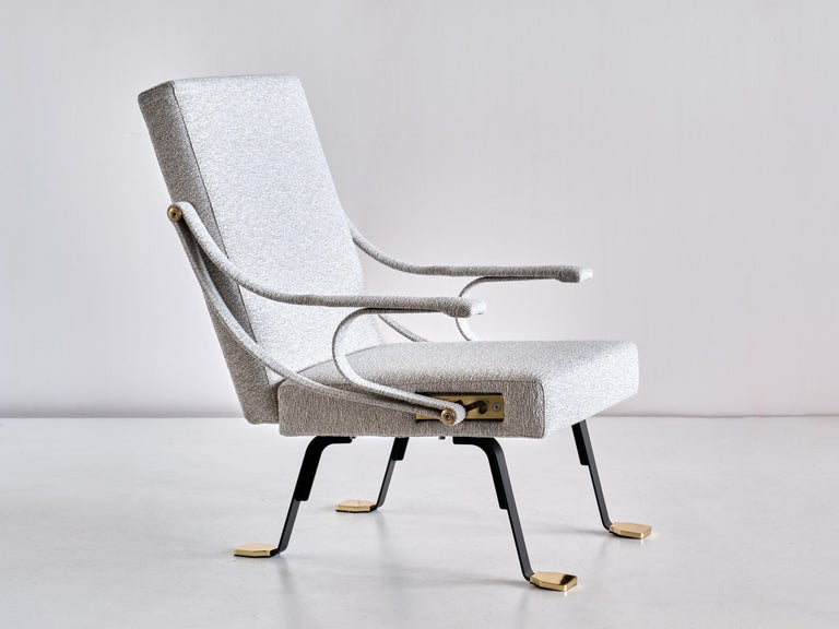 Contemporary Ignazio Gardella 'Digamma' Armchair in Ivory Lelièvre Bouclé Fabric and Brass For Sale