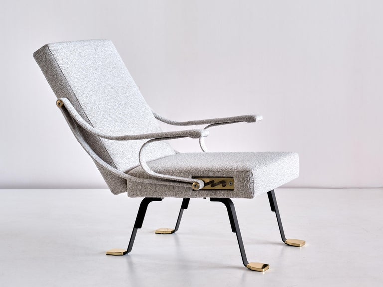 Metal Ignazio Gardella 'Digamma' Armchair in Ivory Lelièvre Bouclé Fabric and Brass For Sale