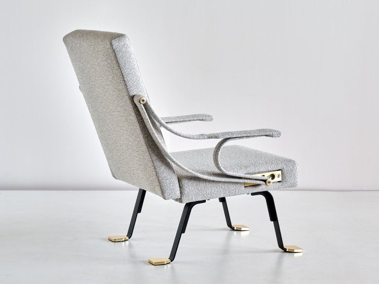 Ignazio Gardella 'Digamma' Armchair in Ivory Lelièvre Bouclé Fabric and Brass For Sale 1
