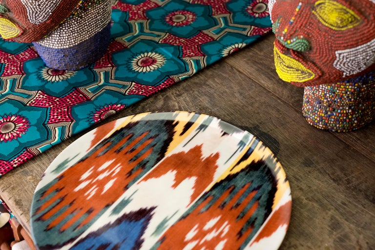 Ikat is part of our colorful world and we ae so in love with this old technique that we have reproduced some our most representative pattern on porcelain plates in order to create a tableware collection that is joyful and fun and that will bring joy
