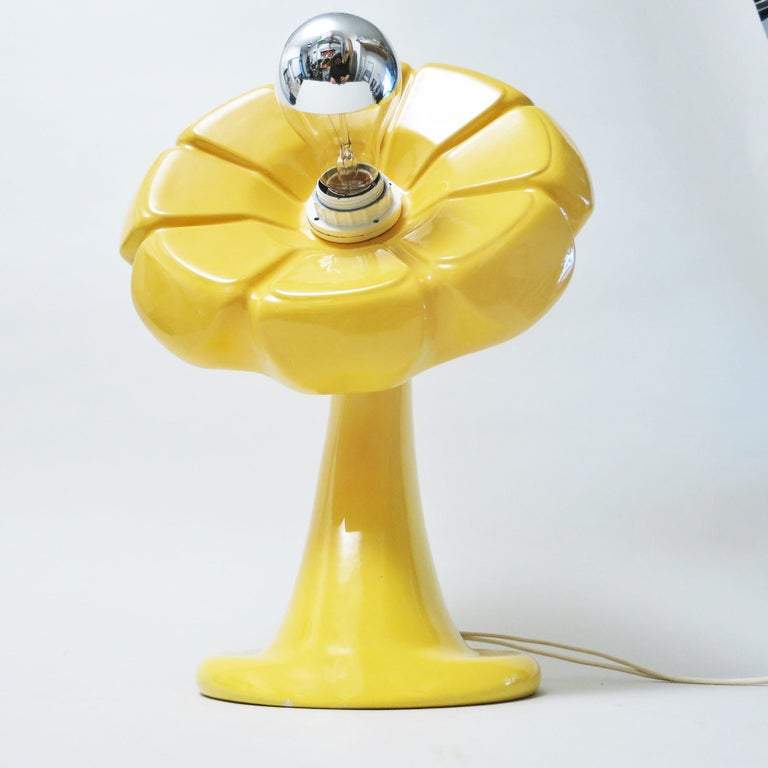 Flower lamp in yellow ceramic designed by Enzo Bioli for Il Picchio Italy in the 1960s. Signed under the base. In beautiful condition.