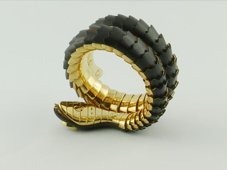 Modern Illario Wood Yellow Gold and Diamonds Snake Bracelet For Sale