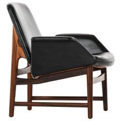 Illum Wikkelsø Easy Chair Model 451 by Aarhus Polstrermøbelfabrik in Denmark