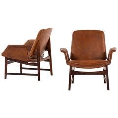 Illum Wikkelsø Easy Chairs Model 451 by Aarhus Polstrermøbelfabrik in Denmark