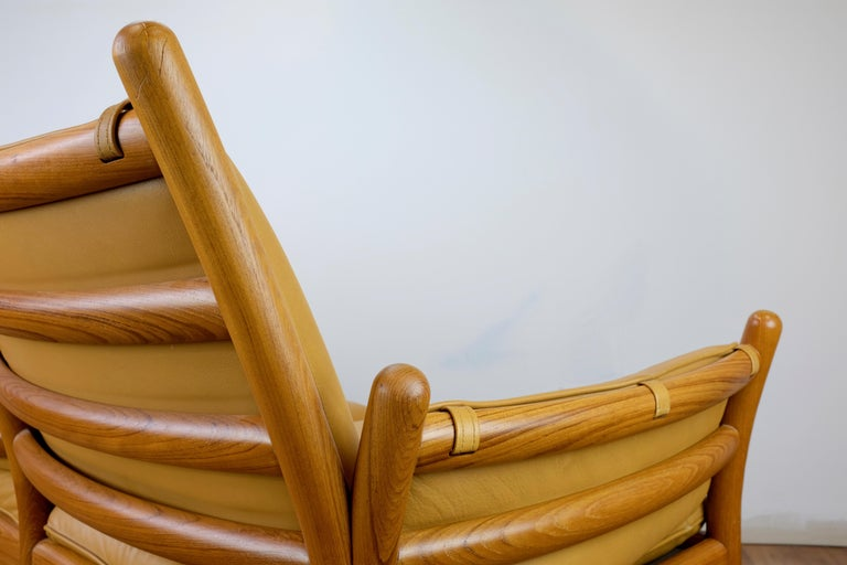 Illum Wikkelsø 'Genius' Loveseat in Leather and Teak In Good Condition For Sale In Ogdensburg, NY