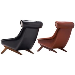 Illum Wikkelsø 'Ox' Lounge Chairs in Red and Black Leatherette