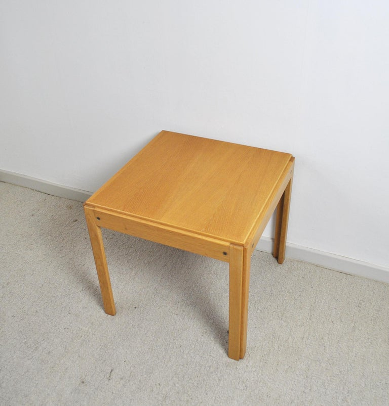 Side table in oak designed by Illum Wikkelsø for CFC Silkeborg, Denmark, 1960s. This table comes from the Plexus range. Good vintage condition with few signs of wear.