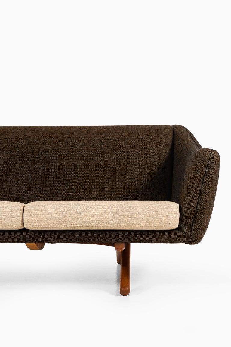 Rare sofa model ML-140 designed by Illum Wikkelsø. Produced by Michael Laursen in Denmark.