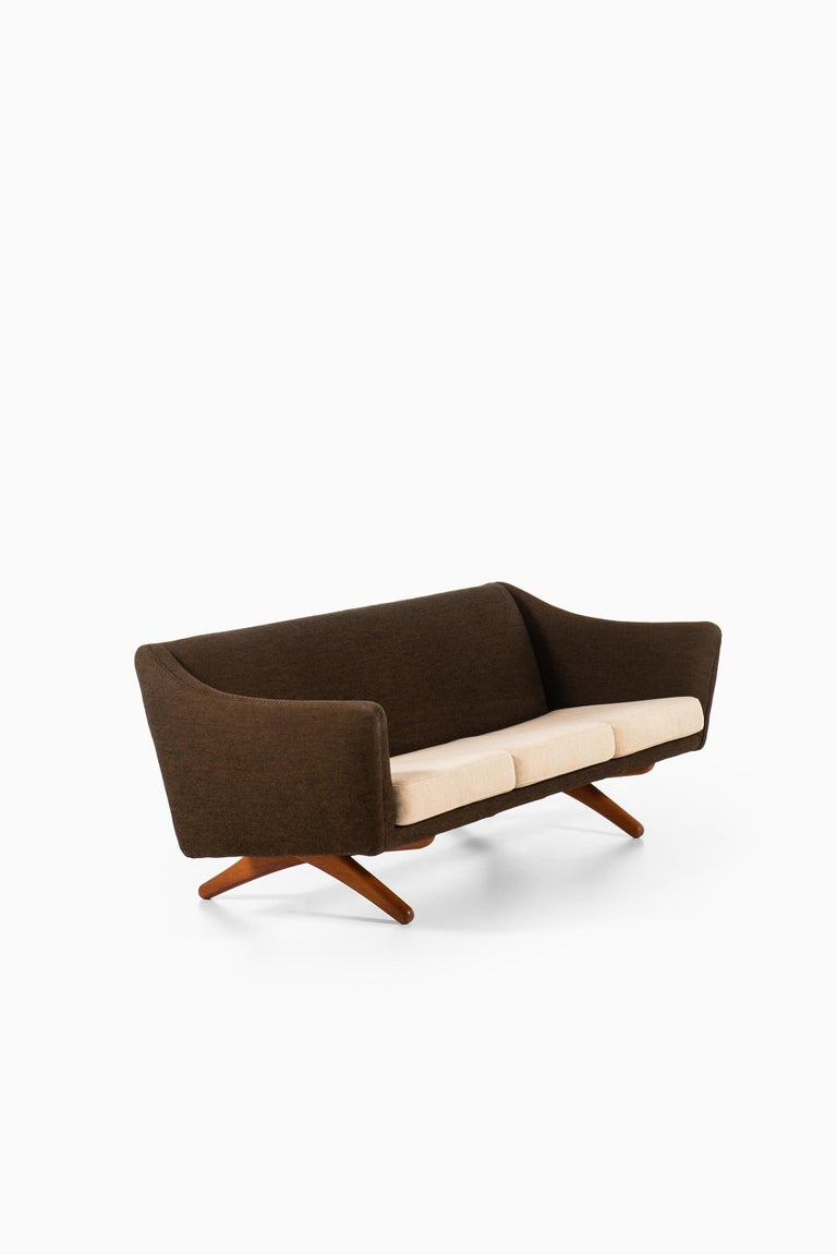 Illum Wikkelsø Sofa Model ML-140 by Michael Laursen in Denmark In Good Condition For Sale In Malmo, SE