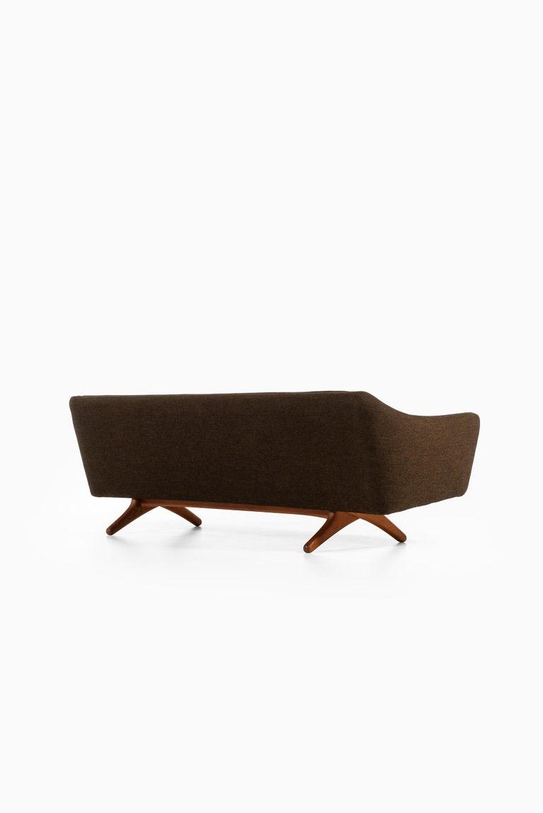 Illum Wikkelsø Sofa Model ML-140 by Michael Laursen in Denmark For Sale 1