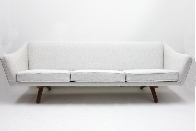 Scandinavian Modern Illum Wikkelsø sofa model ML-140 for A/S Michael Laursen, Denmark, 1950s For Sale