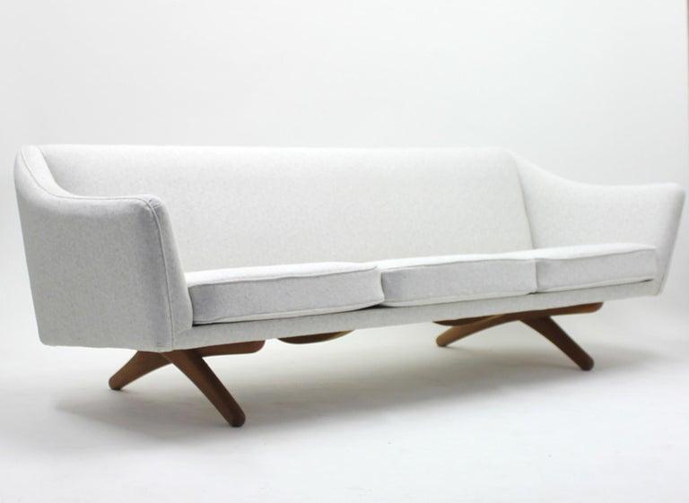Danish Illum Wikkelsø sofa model ML-140 for A/S Michael Laursen, Denmark, 1950s For Sale