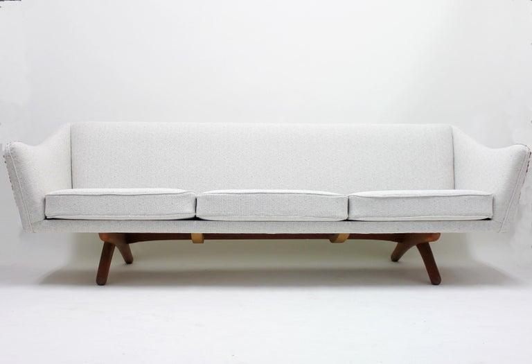Fabric Illum Wikkelsø sofa model ML-140 for A/S Michael Laursen, Denmark, 1950s For Sale