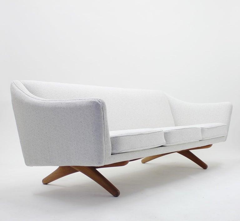 Illum Wikkelsø sofa model ML-140 for A/S Michael Laursen, Denmark, 1950s For Sale 1