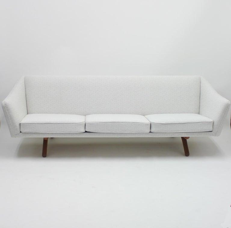 Illum Wikkelsø sofa model ML-140 for A/S Michael Laursen, Denmark, 1950s For Sale 2