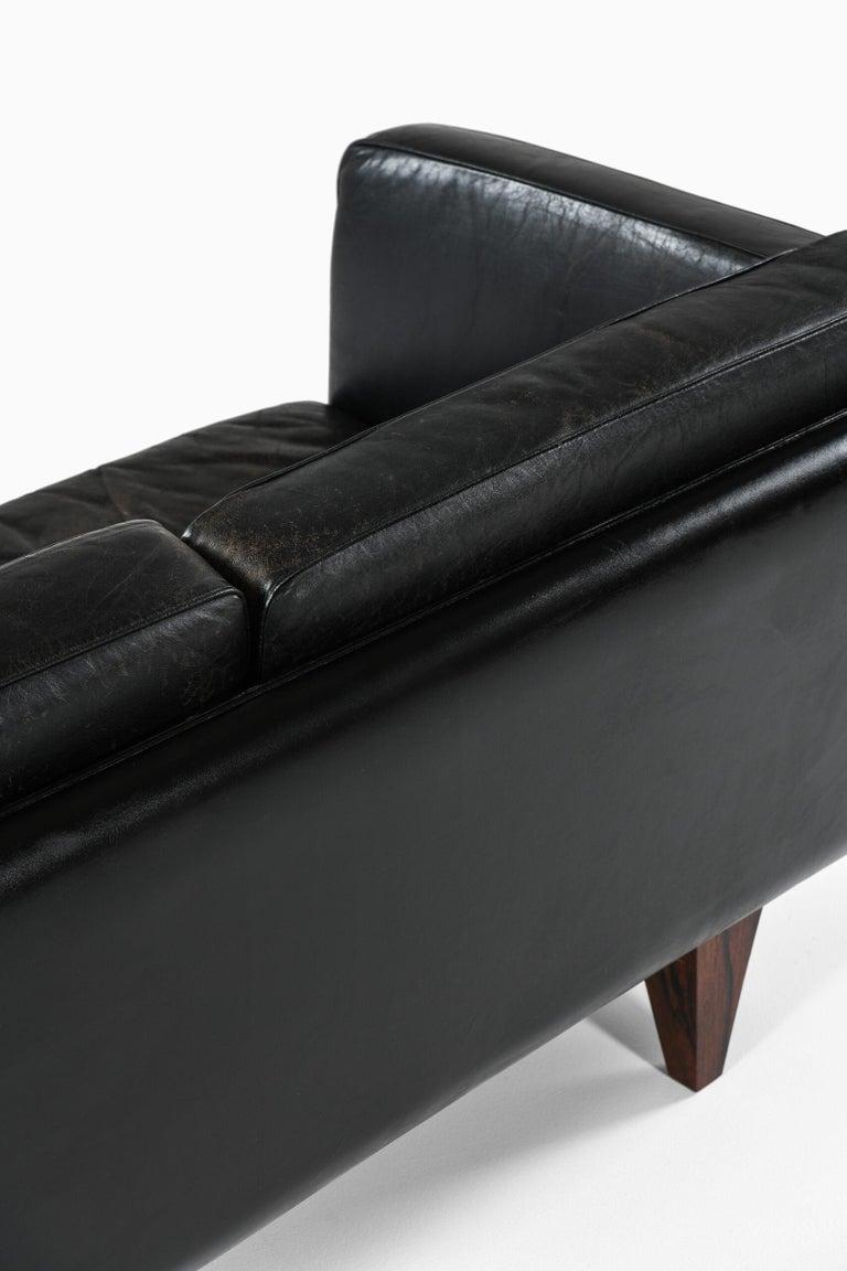 Illum Wikkelsø Sofa Model V11 Produced by Holger Christiansen in Denmark For Sale 5