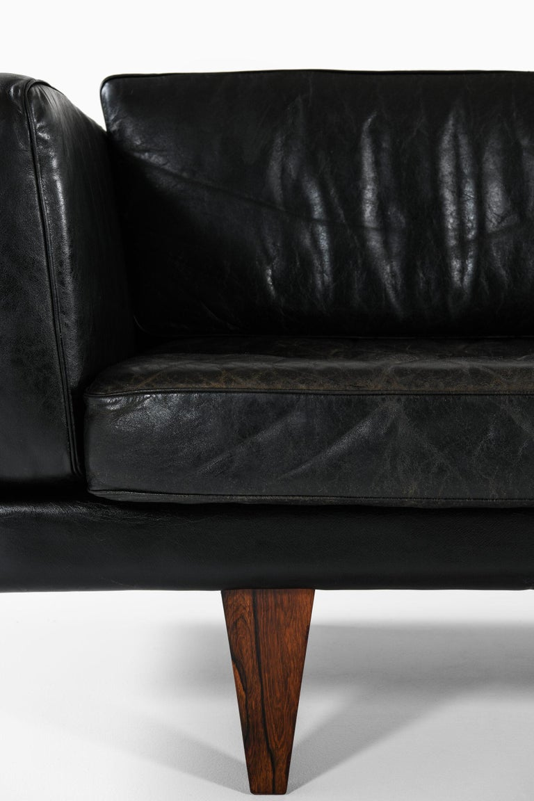 Illum Wikkelsø Sofa Model V11 Produced by Holger Christiansen in Denmark In Good Condition For Sale In Malmo, SE