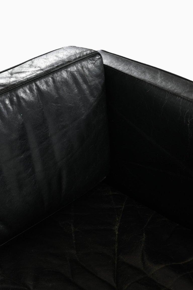 Illum Wikkelsø Sofa Model V11 Produced by Holger Christiansen in Denmark For Sale 2