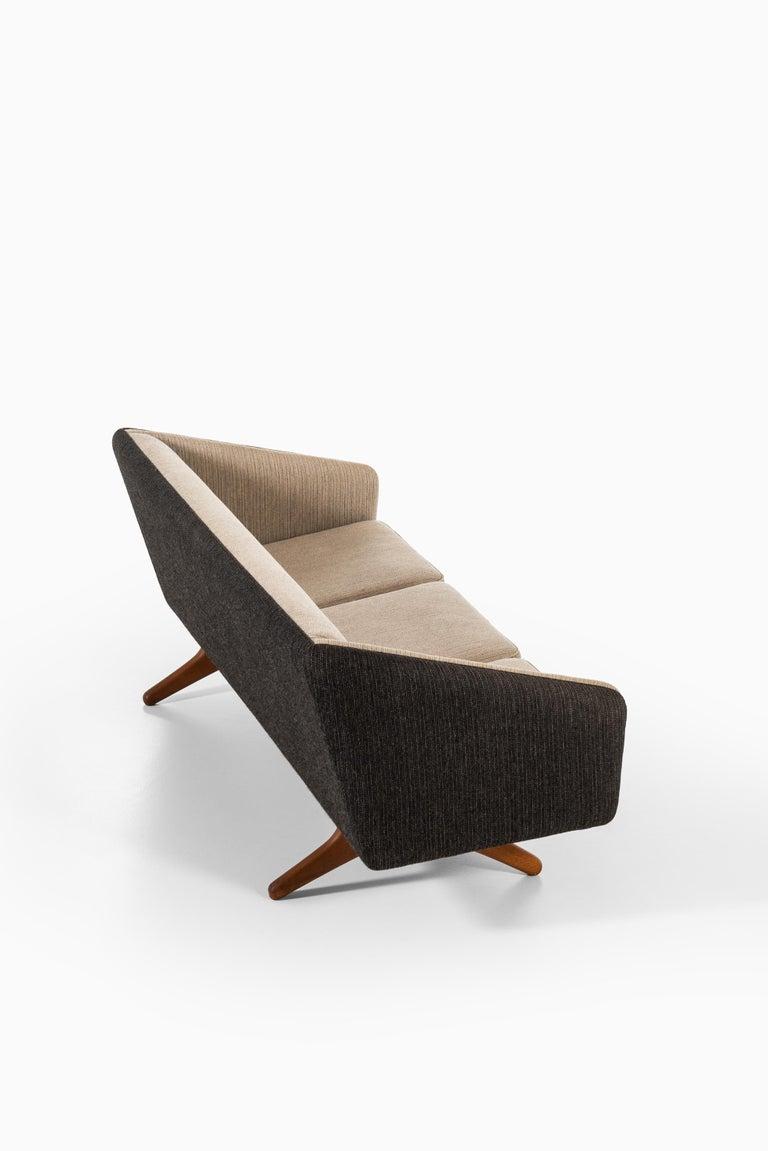 Illum Wikkelsø Sofa Produced by Michael Laursen in Denmark For Sale 2
