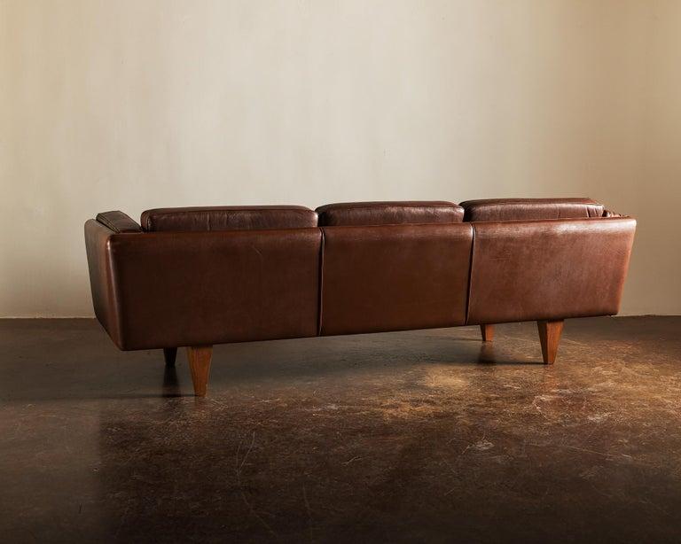 Scandinavian Modern Illum Wikkelsø Sofa V11 in Brown Leather for Holger Christiansen, Denmark, 1960s For Sale