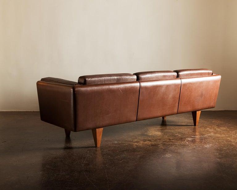 Danish Illum Wikkelsø Sofa V11 in Brown Leather for Holger Christiansen, Denmark, 1960s For Sale